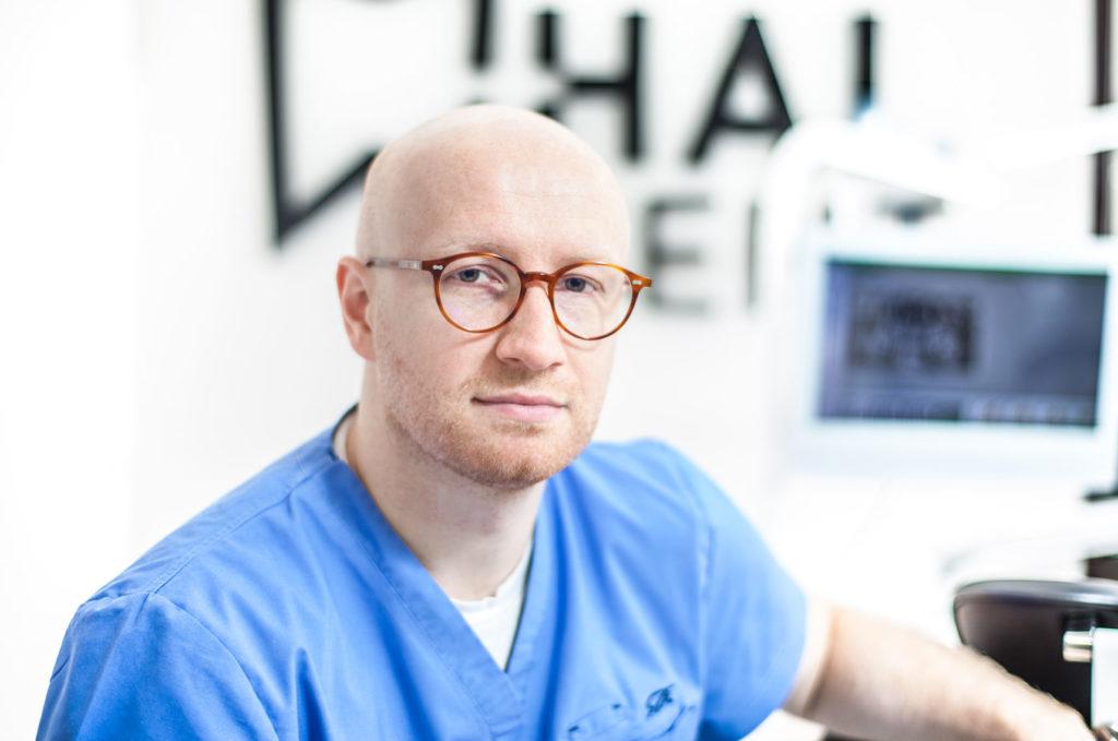 hubert trzepatowski dentysta kraków zabierzów impalntolog implanty zębowe
